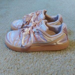 Girls 9c puma tennis shoes